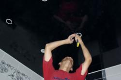 Как заклеить натяжной потолок своими руками?