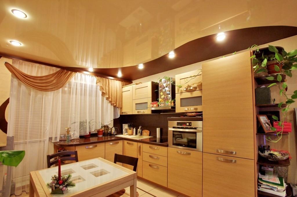 Отделка потолка на кухне: что предпочесть?