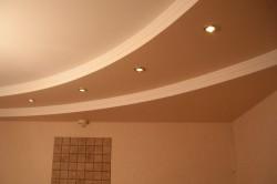 Гипсокартонный многоуровневый потолок.
