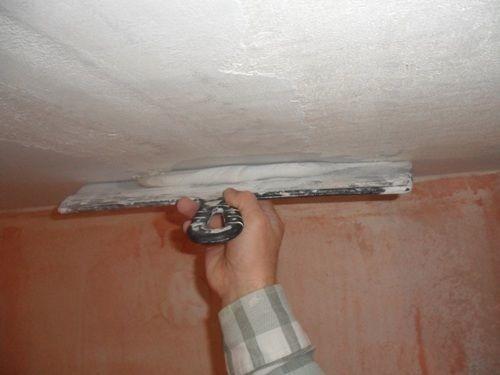 Как правильно покрасить потолок водоэмульсионной краской?