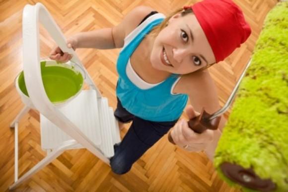 Как покрасить потолок без разводов своими руками?