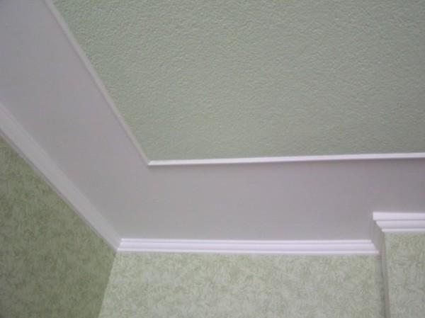Потолочный плинтус что сначала клеить обои или плинтус
