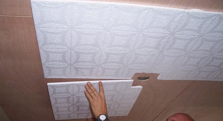 Можно ли покрасить потолочную плитку: способы и варианты