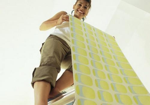 Как клеить потолочные обои: пошаговая инструкция