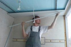 Процесс монтажа реечного подвесного потолка