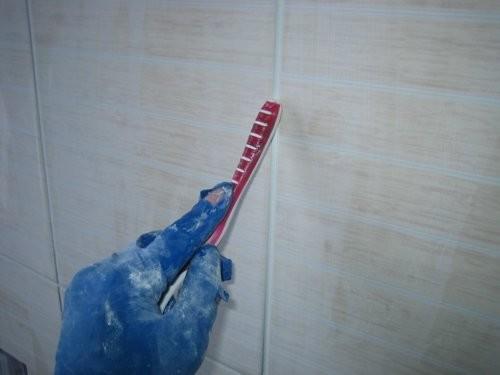 Затирка швов потолочной плитки на цементной основе