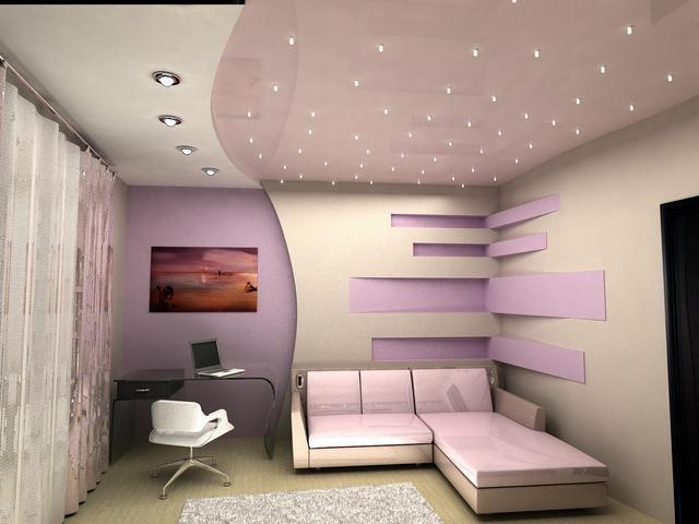 Комната с натяжным потолком и внутренними светильниками