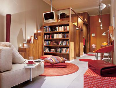 Антресольный этаж над мебельной конструкцией