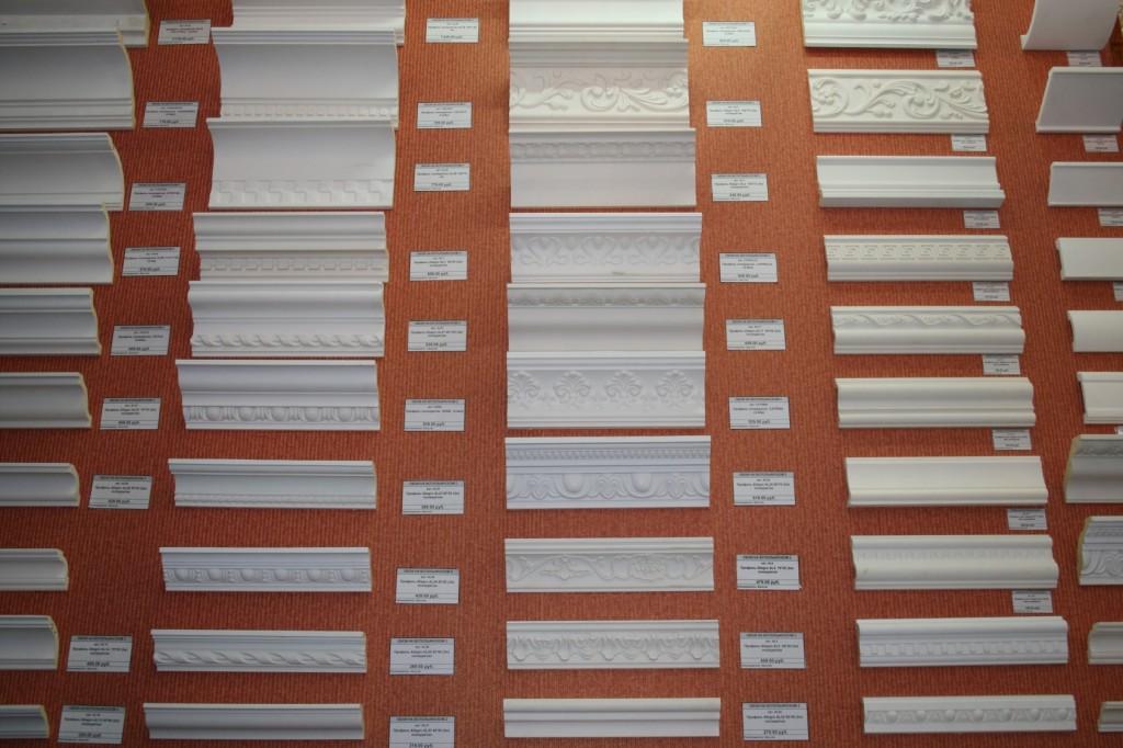 Дизайн потолочных плинтусов фото