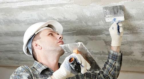 Перед тем, как Вы начали задуманный ремонт потолка, необходимо очистить потолок от старой побелки.