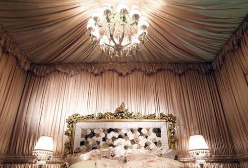 Декорирование потолка легкой тканью