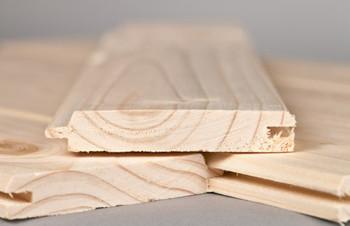 Деревянная доска для отделки потолка