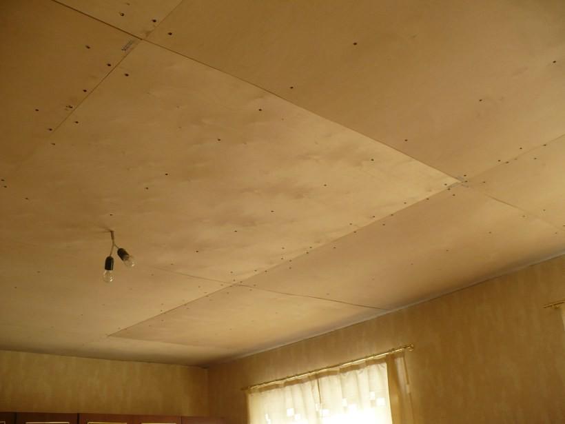 Фанера на потолке