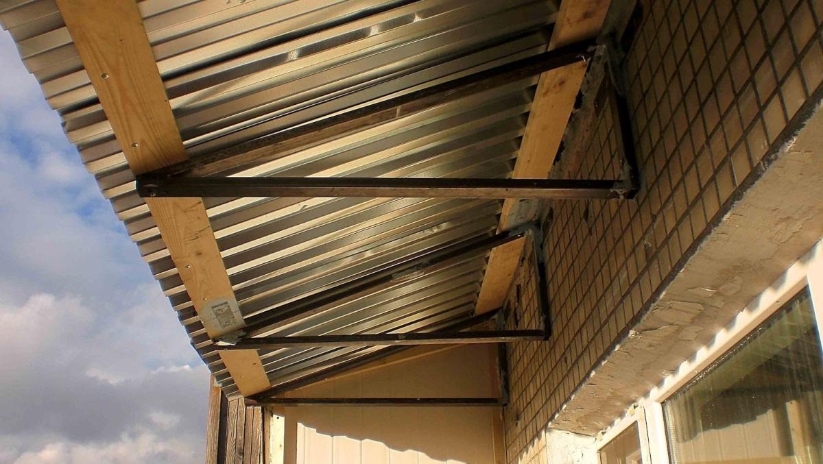 Как сделать козырёк над балконом