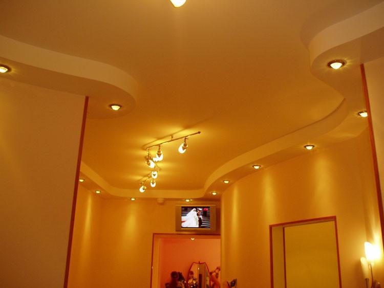 Выбирая дизайн потолка для своей квартиры, вы задумаетесь, какие же сейчас потолки в моде? Тенденции постоянно меняются, материалы и технологии совершенствуются.