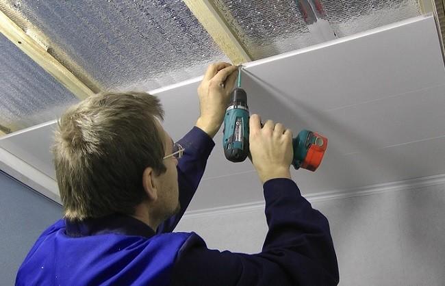 Как крепить потолочные панели к потолку