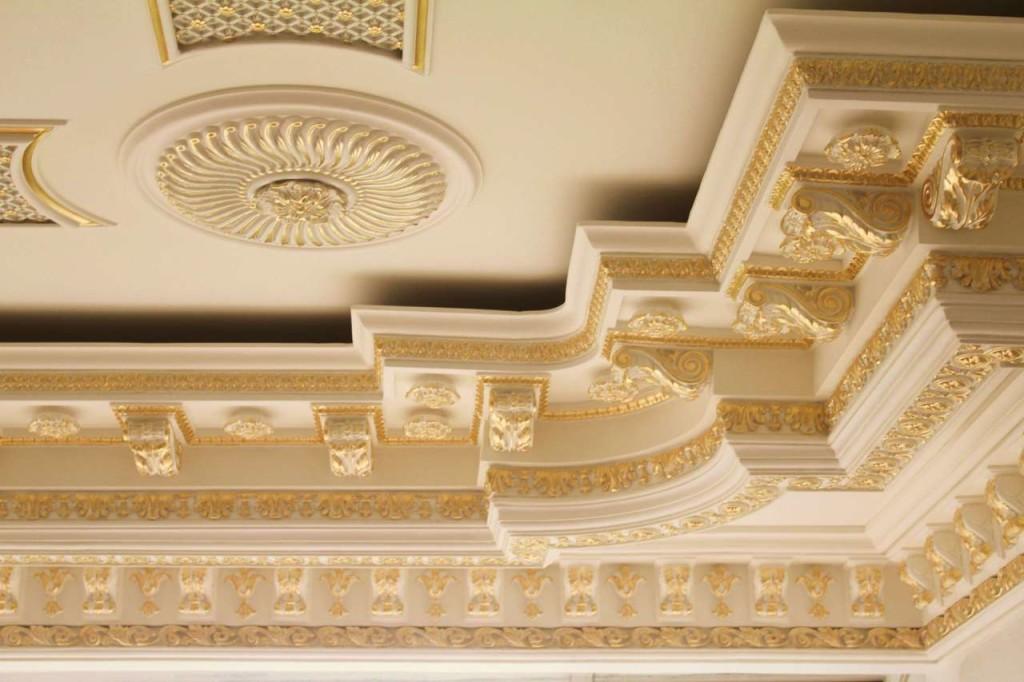 Лепнина на потолке из гипса