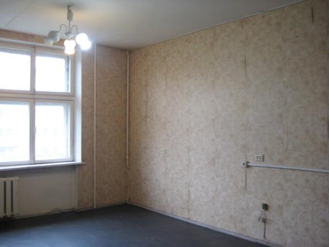 Удаление побелки подразумевает как минимум оседание пыли на мебели. Поэтому предварительно вынесите всю мебель.