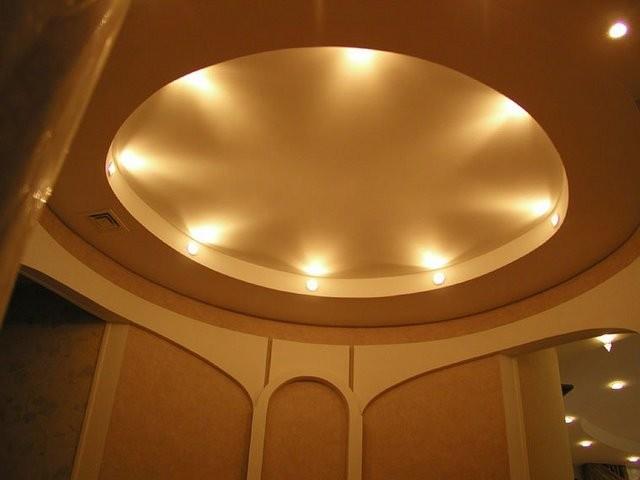 Монтаж двухуровневого потолка из гипсокартона своими руками даст вам возможность дополнить дизайн помещения красивым и современным декоративным элементом.