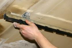 Монтаж каркаса реечного потолка