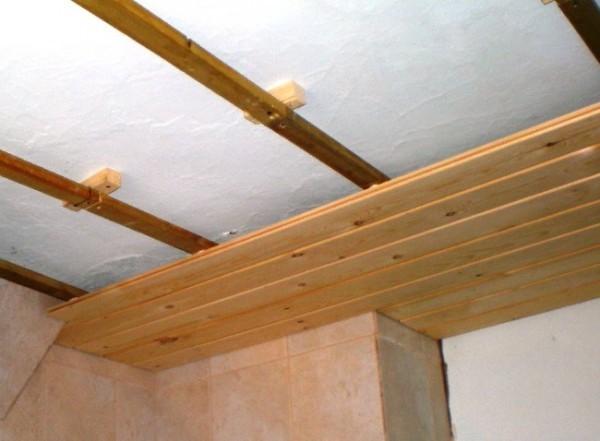 Потолок на даче: деревянный, натяжной, из гипсокартона