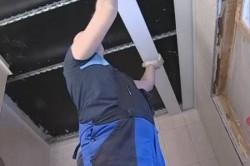 Монтаж реек реечного потолка
