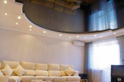 Натяжной потолок придаст вашему дому оригинальности и неповторимости.