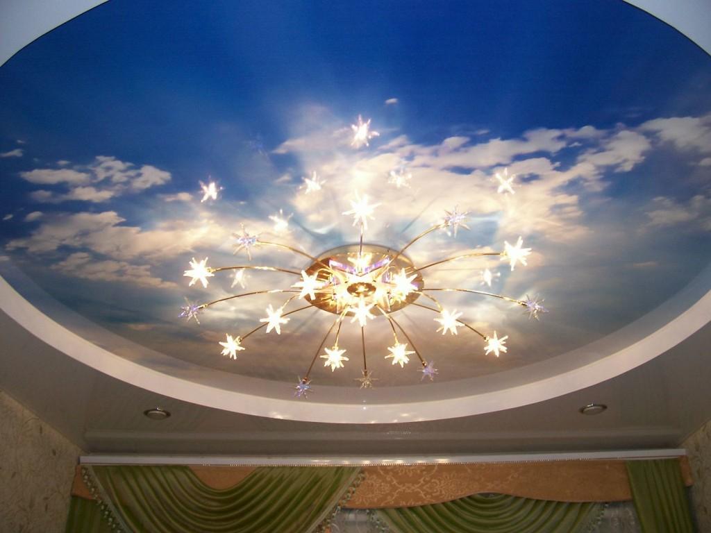 Натяжной потолок сделан из прочной декоративной поливиниловой пленки (ПВХ).