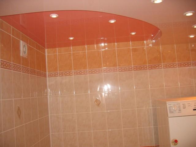 Потолок в ванной комнате.