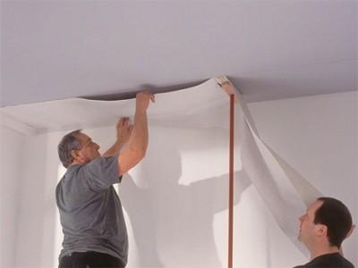 Цвет потолка просто перекрасив обои