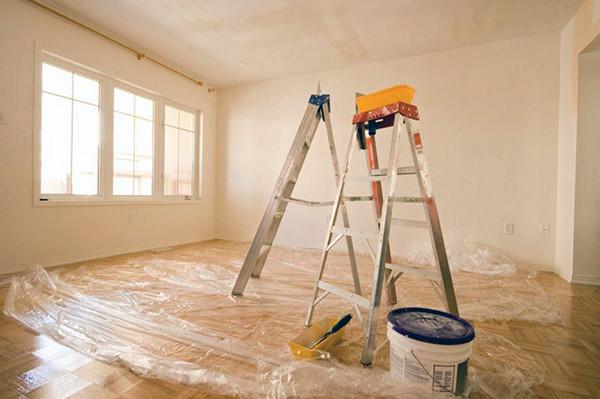 Натяжные потолки: расстояние от потолка и его монтаж