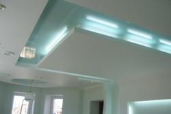 Питание подсветки для потолка производится напряжением в 12 или же в 24 вольта.
