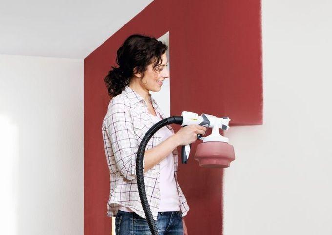 Покраска потолка краскопультом: выбор инструментов и технология