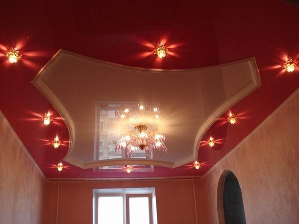 Дизайн потолка в зале: натяжные и подвесные конструкции из гипсокартона