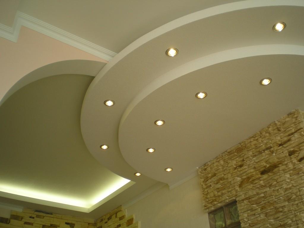 Потолок из гипсокартона - самый популярный вид отделки.