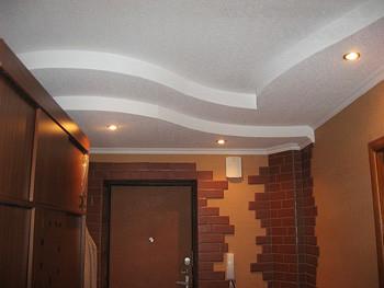Многоуровневый потолок в прихожей