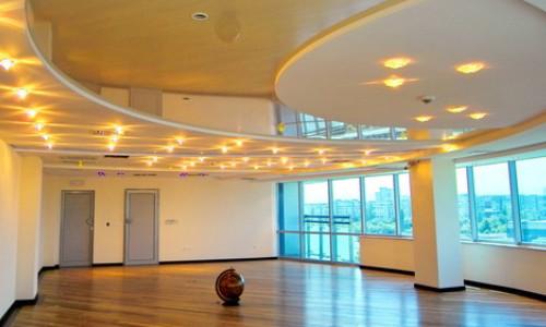 Красивый разноуровневый потолок
