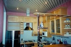 Реечные потолки в помещении