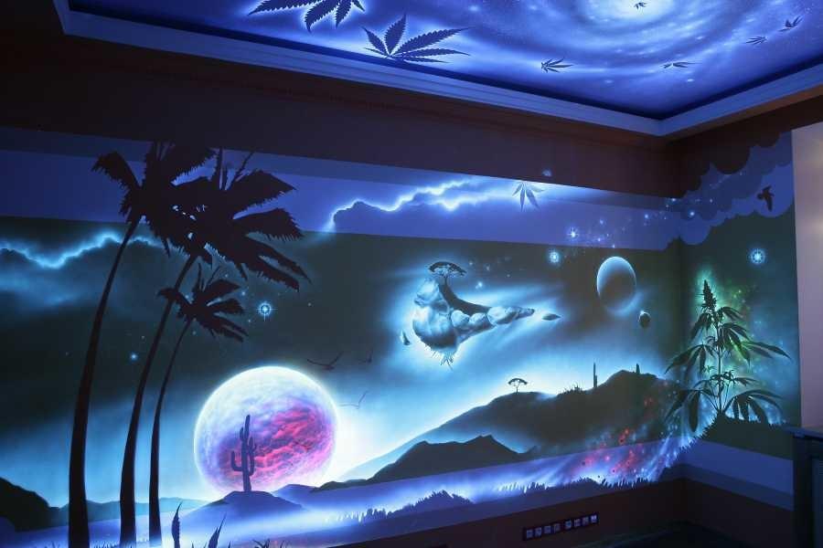 Расписной потолок: идеи для спальни и детской