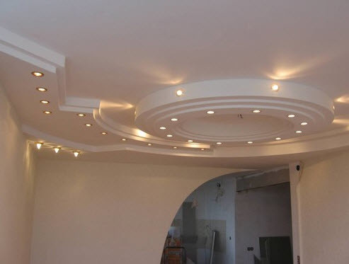 Решив сделать дома многоуровневые потолки из гипсокартона, можно воплотить в жизнь самые смелые дизайнерские проекты.