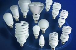 При выборе люстры для натяжных потолков, предпочтение стоит отдать люминисцентным лампам.