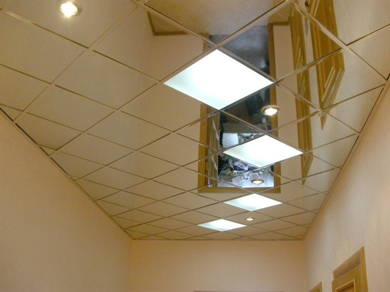 Зеркальный потолок в квартире