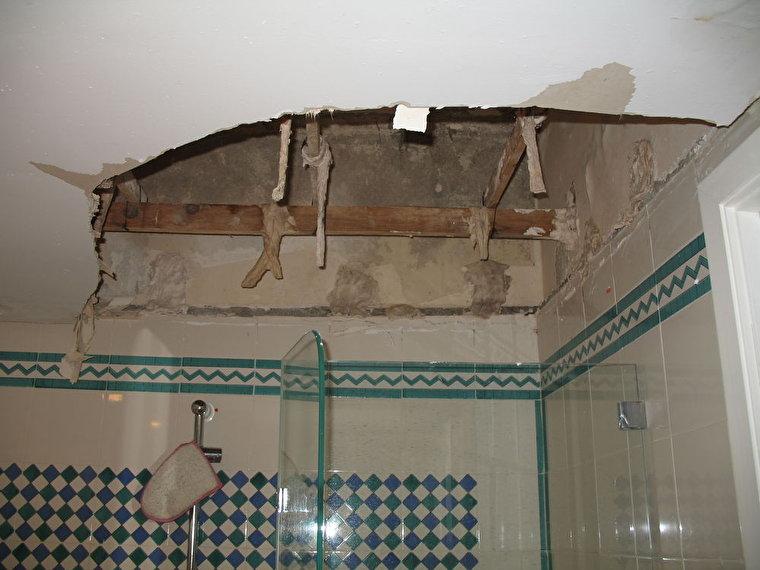 Дыра в потолке, ремонт