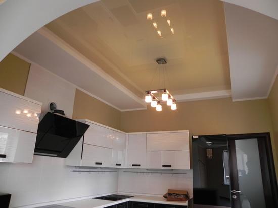 Как установить светильник в натяжной потолок помещения