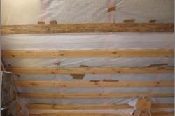Укладка пароизоляции потолка