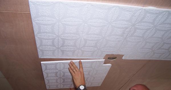Поклейка плитки под люстру