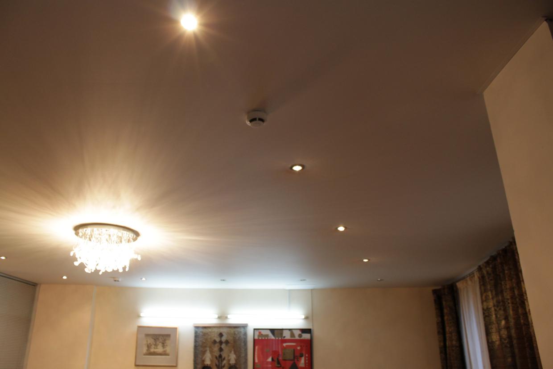 Расстояние между точечными светильниками.