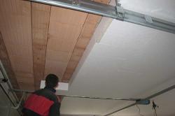 На сегодняшний день cуществует множество видов материалов для утепления потолка. Выбор покупателя остановиться на том материале, который соответствует его требованиям.