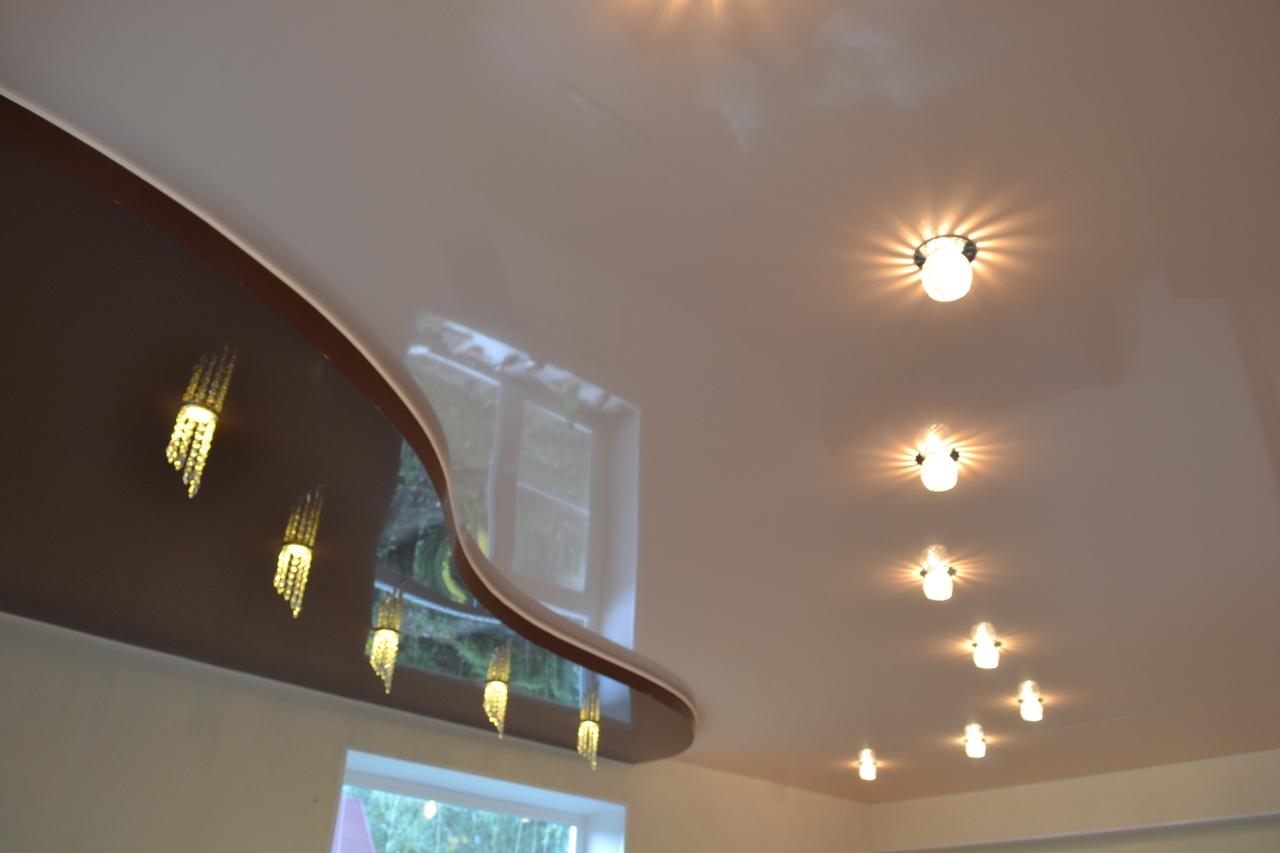 Натяжной потолок в интерьере квартиры