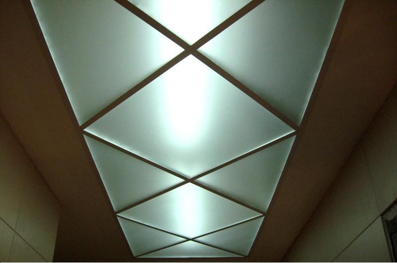 Потолок из белого оргстекла